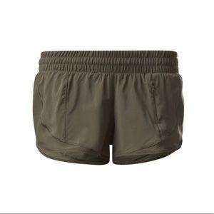 Size 6 Lululemon Green Hotty Hot Short II